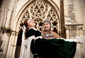 Ein Ritter heiratet im Mittelalter