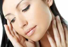 Kosmetik: Eine geschminkte Frau