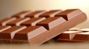 Eine Tafel Zartbitterschokolade