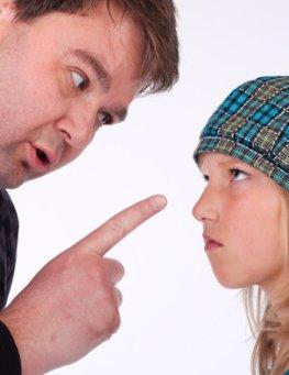 Erziehung - Ein Teenager streitet mit dem Vater