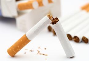 Eine Zigarettenschachtel mit Zigaretten