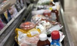 Einkauf von Ungesunden Lebensmittel im Supermarkt