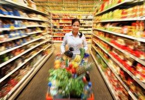Einkaufen im Discounter: Preise vergleichen kann sich lohnen