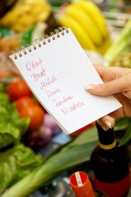 Einkaufszetten mit Lebensmittel für Low-Fat Diät