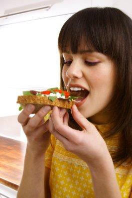 Eiweißbrot zum Abendbrot - das neue Diätbrot hilft auch nicht aus der Fettfalle