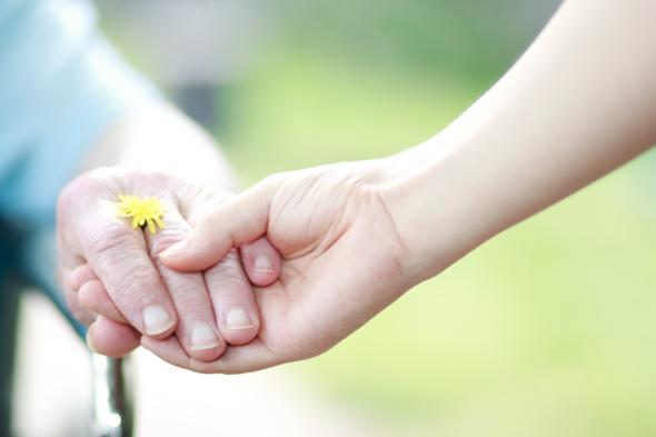 Den Elternunterhalt zahlen Kinder für ihre pflegebedürftigen Eltern.
