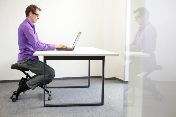 Ergonomie am Arbeitsplatz - bringt einen gesünderen Sitzkomfort im Büro.