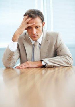 Erinnerungsschwierigkeiten - der Mann leidet unter Prosopagnosie