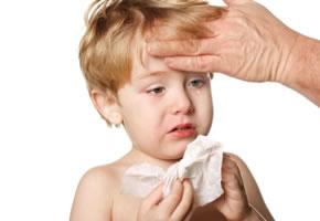 Erkältung: Kind mit Fieber