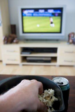 Essen vor dem Fernseher macht Fett