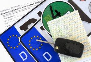 Fahrzeugkauf - Kaufvertrag und Nummernschilder