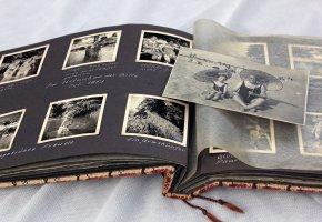 Familiengeschichte in Bildern - Opa und Enkelin am Strand
