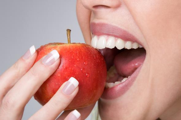 Mangelerscheinungen an Fingernägel treten nur da auf, wo sich falsch ernährt wird.