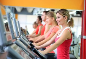 Fitness-Studio - Laufen auf dem Laufband