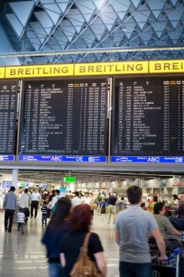 Fluglotsenstreik - Passagiere die auf ihren Abflug warten