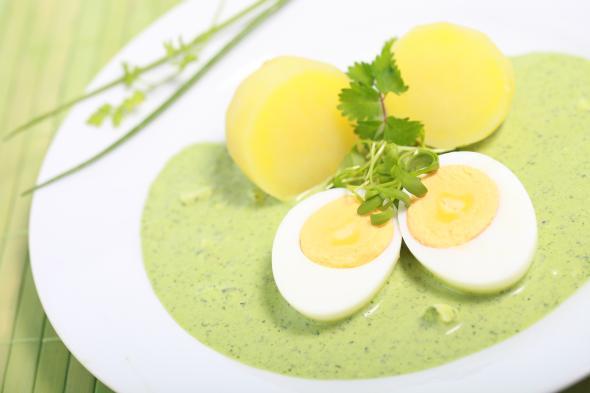 Die Frankfurter Grüne Soße wird aus 7 Kräutern hergestellt.