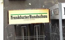 Leerer Zeitungsständer der Frankfurter Rundschau