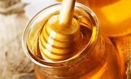 Frischer Honig aus dem Glas