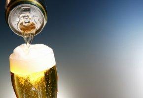 Frisches Bier einschenken