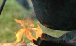 Kessel - früher wurden Suppen über dem Feuer gekocht