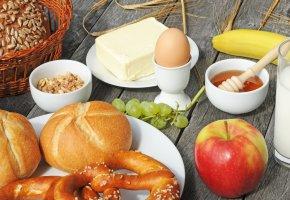 Frühstückstisch - wichtige Mahlzeit - das Frühstück