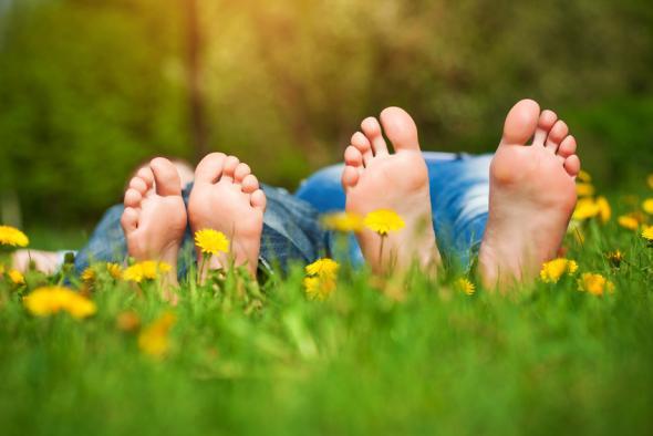 Tägliche Fußhygiene schützt vor Fußpilz.