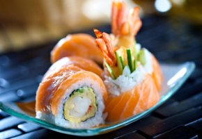 Futomaki-Sushi mit Lachs