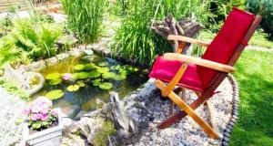 Am Gartenteich kann man wunderbar entspannen.