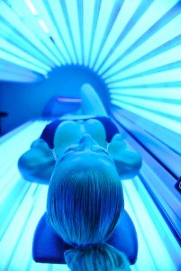 Hautkrebsgefahr - Gefährliche Bräune: Sonnenbad im Solarium