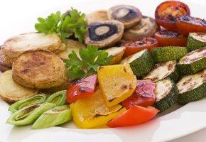 Gegrilltes Gemüse auf dem Teller