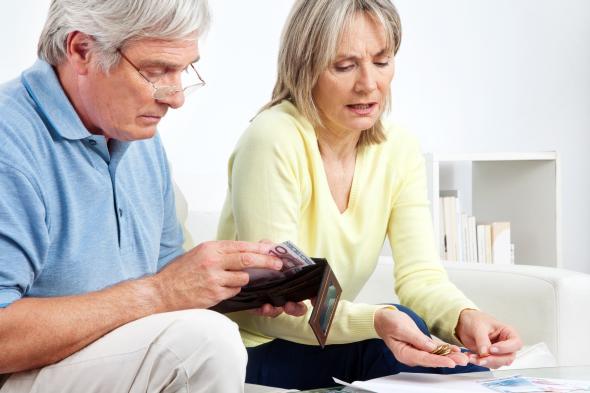 Älteres Ehepaar streitet um das Geld