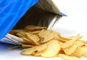 Große Tüte Chips mit wenig Inhalt