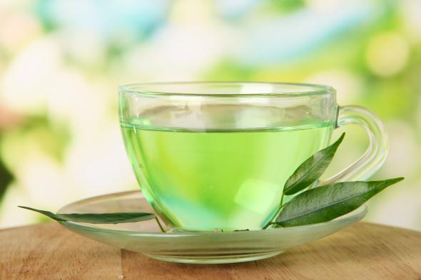 Wer grünen Tee mit Milch mischt, vertärkt die Wirkung der Antioxidatien im Tee.