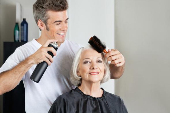 Perfektes Haarstyling mit Haarspray