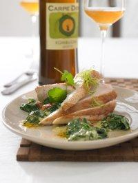 Hähnchenbrust mit Curry-Kombucha-Spinat