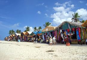 Haiti: Strandgeschäfte am Sandstrand