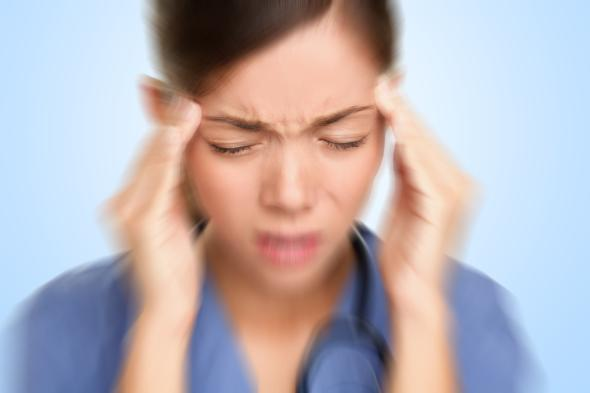 Eine Migräne kann sehr starke und heftige Kopfschmerzen auslösen.