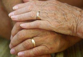 Heiratspolitik: Ein älteres Ehepaar