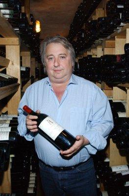 Der Wirt Herbert Seckler im Weinkeller der Sansibar auf Sylt.