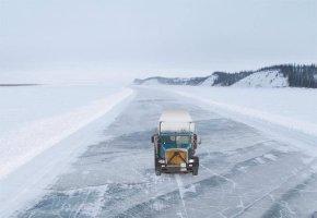 Ice Road Truckers fahren hunderte von Kilometer auf dem Eis