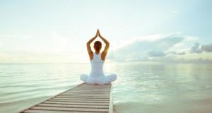 Indian Balance ist Yoga mit indianischen Elementen, die sich an den Pow-Wow-Tänzen der Indiander orientieren.
