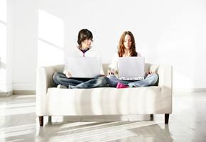 Kinder surfen im Internet