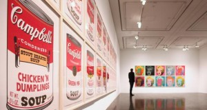 Ausstellung von Warhol Kunstwerken in Hamburg.