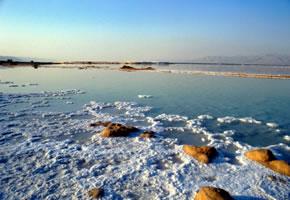 Israel - Das Tote Meer ist sehr Salzhaltig