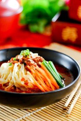 Japanische Somen-Nudeln mit Gemüse