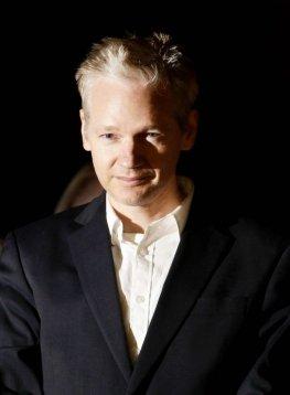 WikiLeaks-Gründer Julian Assage beim verlassen des High Court in London