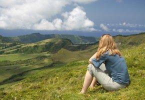 Junge Frau auf dem Pico das Eguas (Sao Miguel, Azoren)