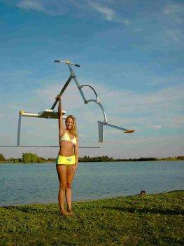 Junge Frau mit einem Aquaskipper