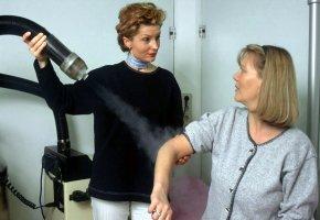 Rehabilitation: Kryo-Kältertherapie bei Schwellungen, Prellungen und Stauchungen