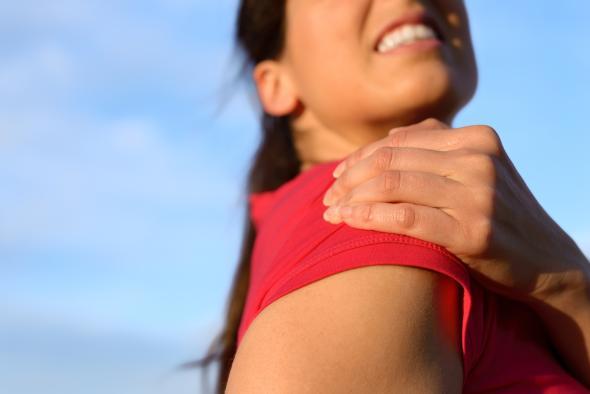 Eine Kalkschulter verursacht starke Schmerzen.